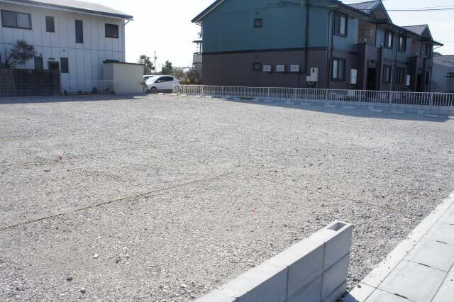砂利駐車場